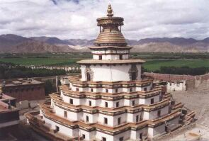 Ghyantse stupa in Tibet, courtesy: http://perso.club-internet.fr/pchanez/index_eng.html